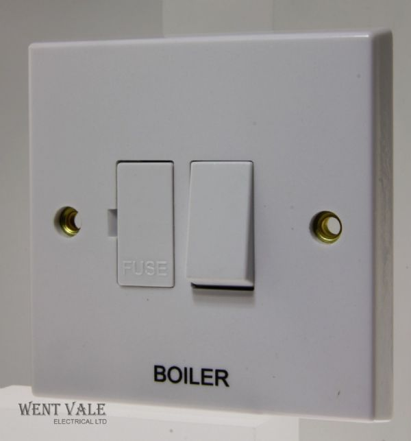 "Volex - VX1080-BLR - 13a White Moulded Switched Fused Spur Marked ""Boiler"""